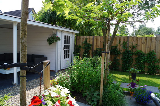Tuin met berging en veranda achter in tuin klungel for Berging met veranda