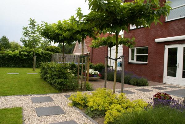 Kindvriendelijke Tuin Ideeen : Tuin met vijver zitkuil en groot terras kindvriendelijk