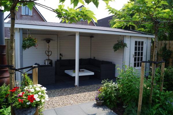 Tuin met berging en veranda achter in tuin klungel for Wat kost een tuinontwerp
