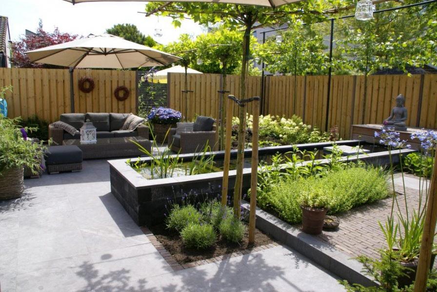 Tuin met koi vijver boone for Mooie tuinen afbeeldingen
