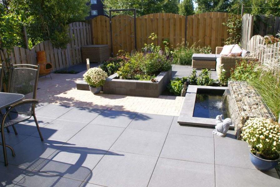 tuin met schanskorf verhoogde borderbak en waterelement