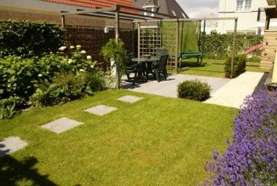 Kindvriendelijke tuin met gazon en lounge terras jansen - Afbeeldingen van terrassen verwachten ...