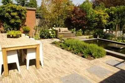Tuin met vijver en verschillende terrassen - Afbeeldingen van terrassen verwachten ...